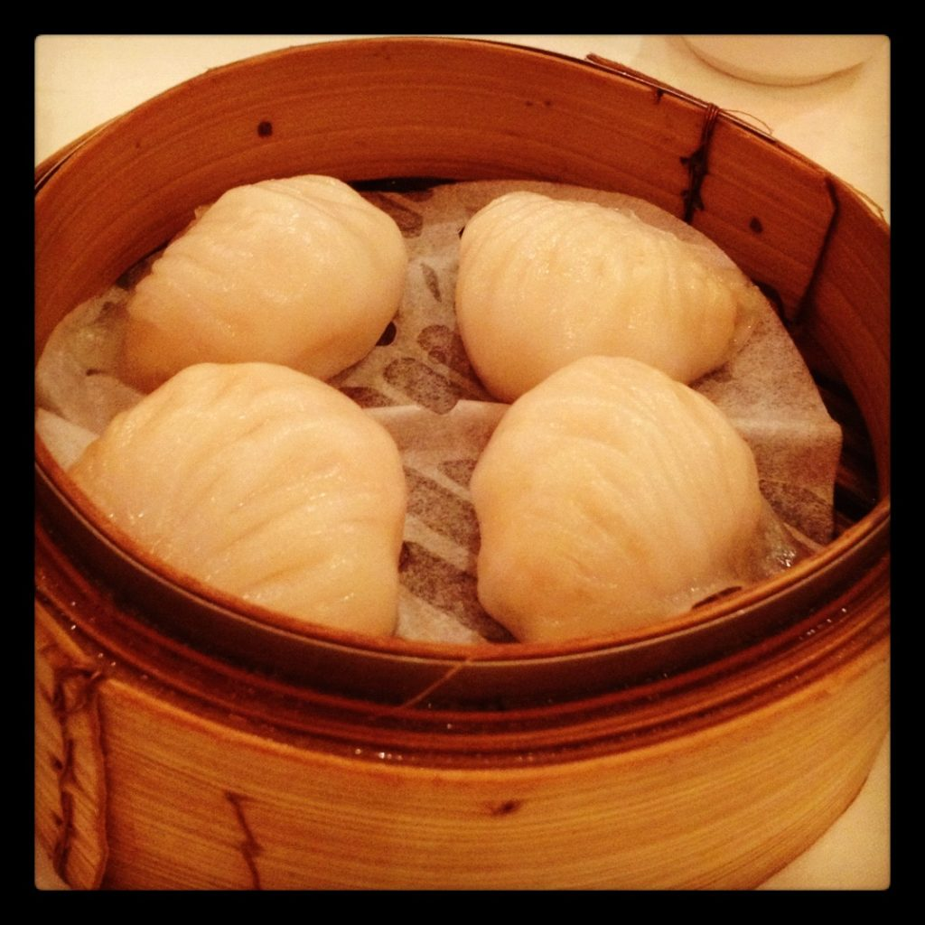 Har Kau (steamed prawn dumplings)